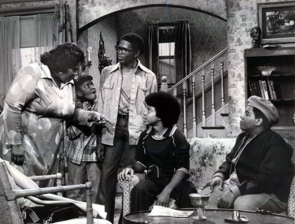 Mama Mabel, Dee, Raj, Shirley, and Rerun on the set of What's Happening!!